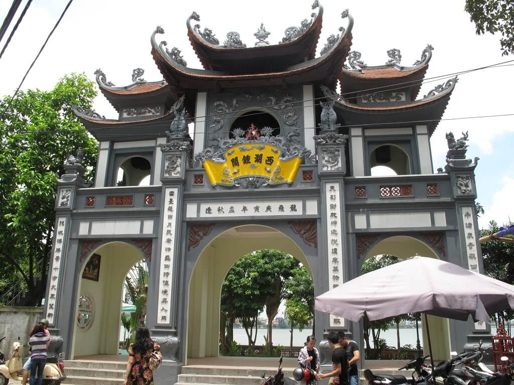 địa điểm lễ chùa đầu năm - phủ Tây Hồ