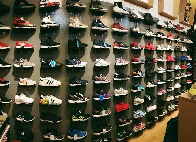 Lưu Văn Lang có đa dạng các shop giày