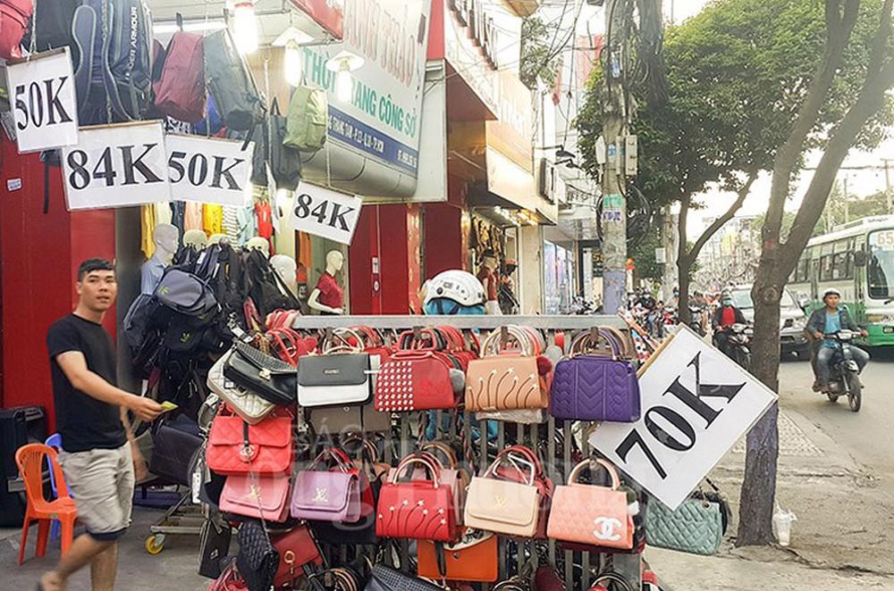 Phố thời trang bình dân Cách mạng tháng 8