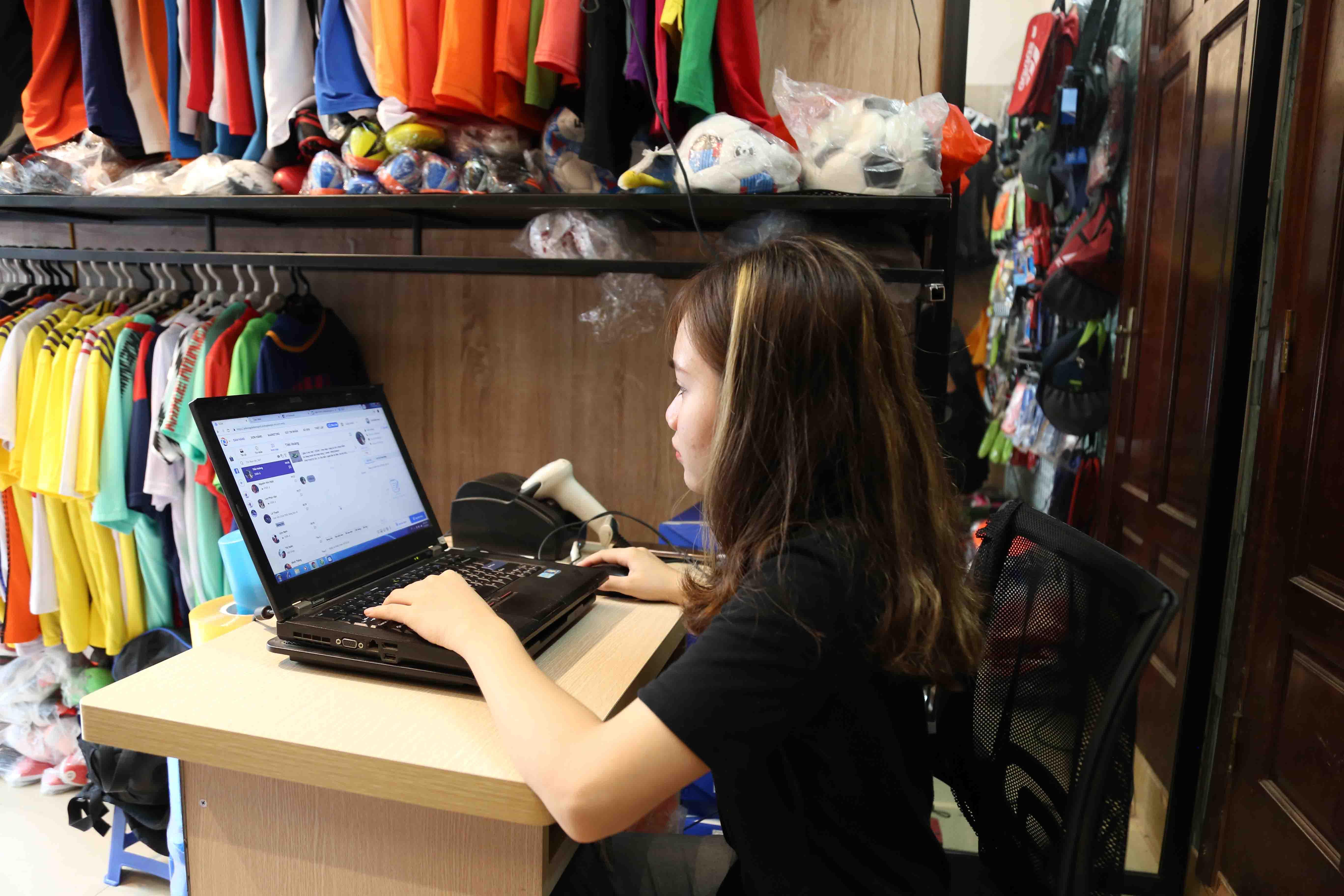 quản lý nhân viên bán hàng