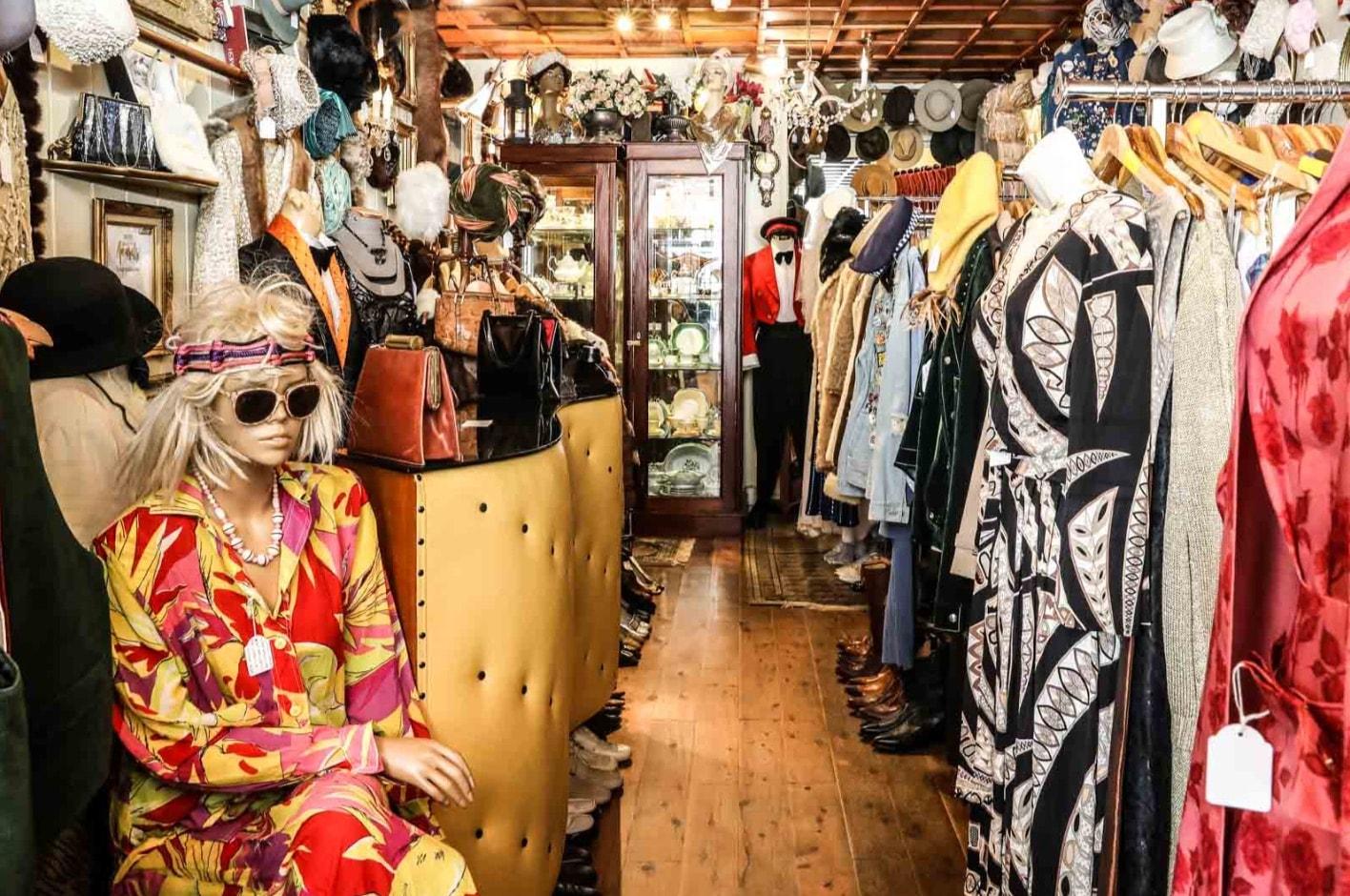 trang trí shop thời trang nữ nhỏ phong tác vintage